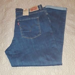 Levi's Classic crop mid rise Jean's NWT
